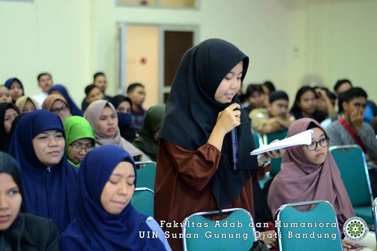 Mahasiswi Sastra Arab UIN Bandung