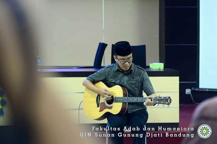 Dr. KH. Fadlil Yani Ainusyamsi, M.Ag