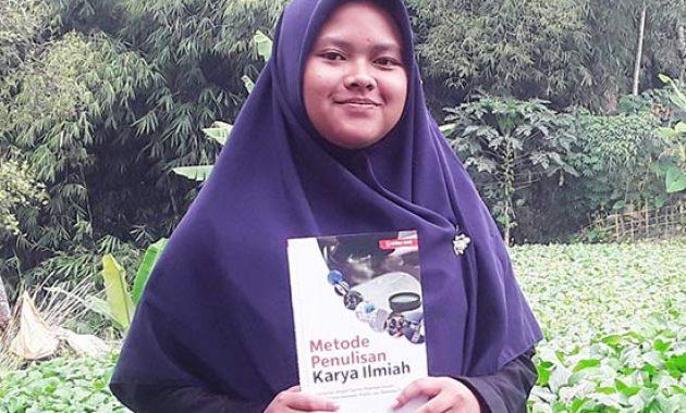 Metode Penulisan Karya Ilmiah Adib Sofia - Nika NOvita